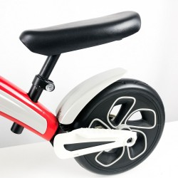 Bicicleta sin pedales roja