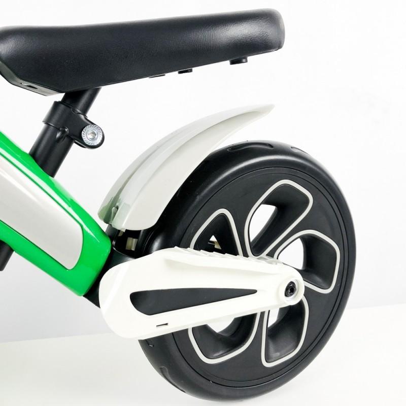 Bicicleta sin pedales verde detalles